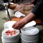 Cortando jamón - Cóctel de Bienvenida